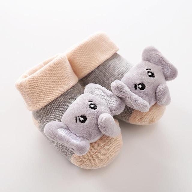 2020 nuevos calcetines de dibujos animados para beb antideslizantes calcetines con sonajero para reci n nacidos.jpg 640x640 2